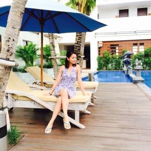 Kuta Playa poolside.